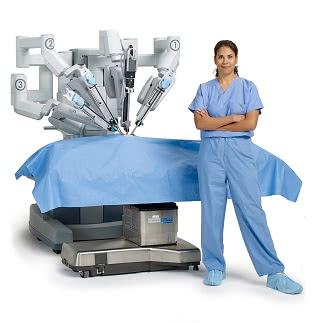 робот Да Винчи и медсестра