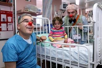 клоуны и ребенок